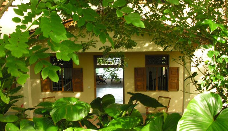 2-1 Front of villa