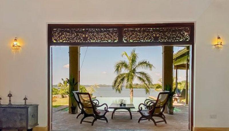 25 Lounge and veranda
