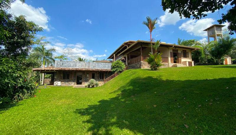 27 Garden and side of villa