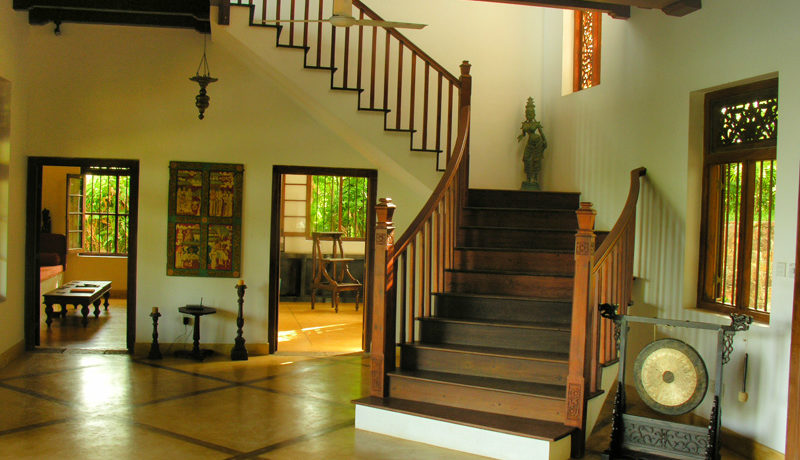 30 Lounge and stairs