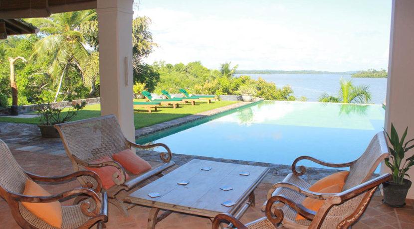 Veranda & pool