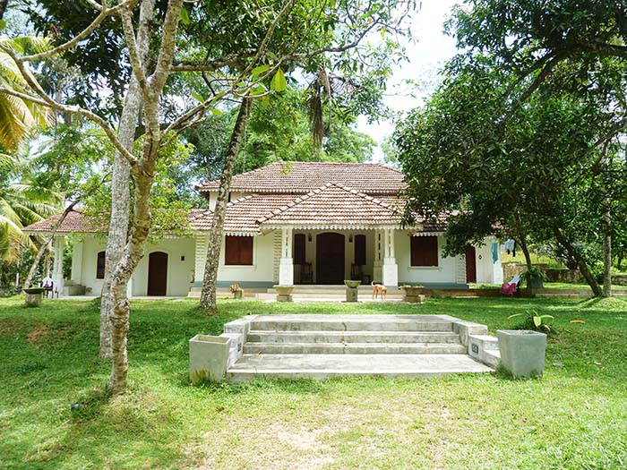 Spacious 3 bedroom Colonial House