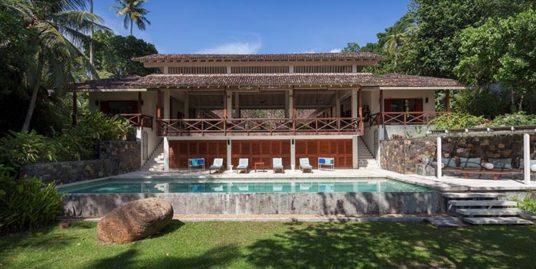 Contemporary Villa on Koggala Lake