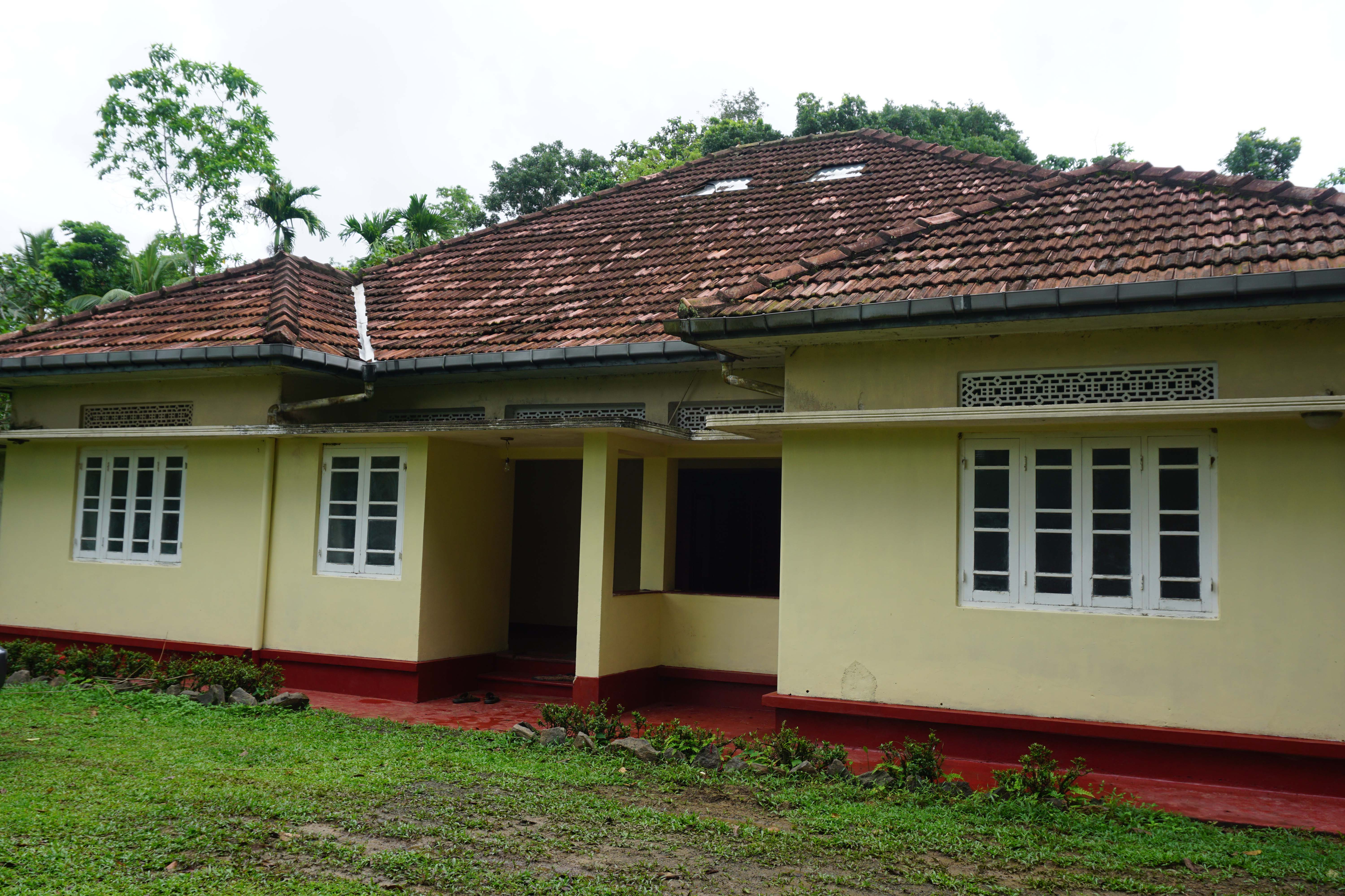 Great position, close to Galle with paddy field views