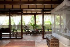 the_coach_house_interior-table-1b