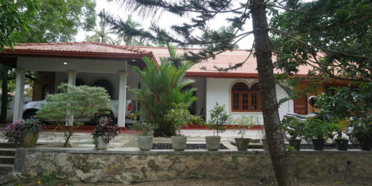 Country living, large 4 bedroomed house