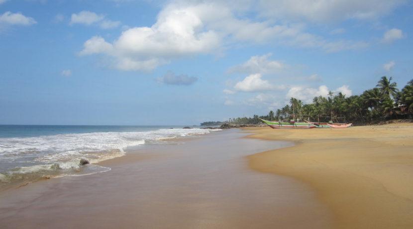beach-in-front-of-Villa-01