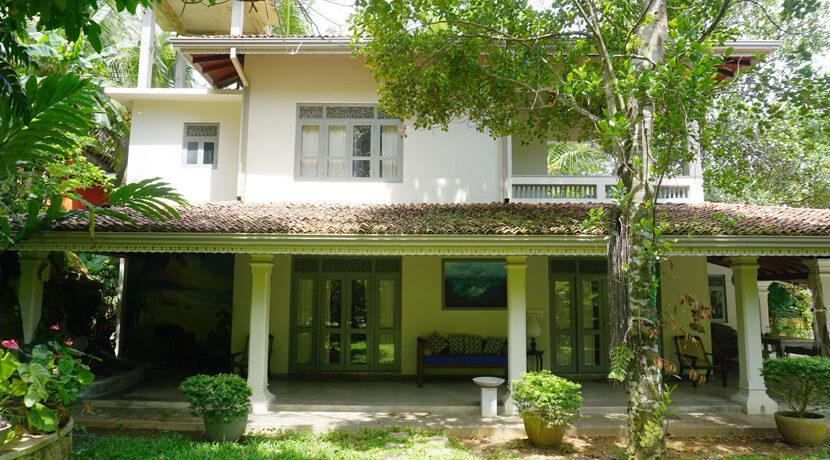 LIP-222 Beautiful villa with bungalow