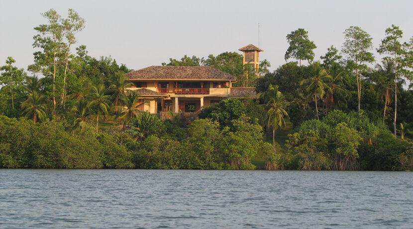 1d Villa from lake
