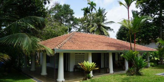 Colonial bungalow in the hills for rent