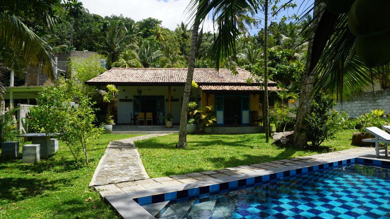 Unawatuna holiday bungalow for sale