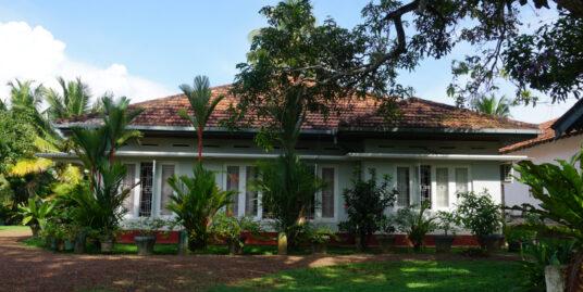 Goviyapana 5-bedroom deco style house