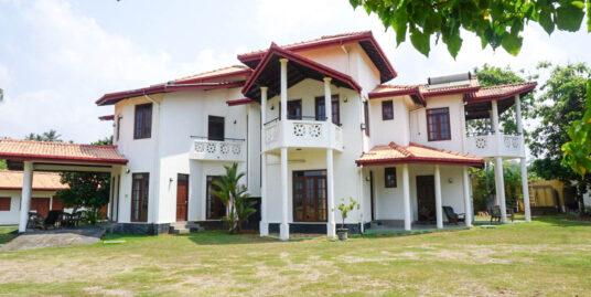 Unawatuna 6-bedroom villa with sea views