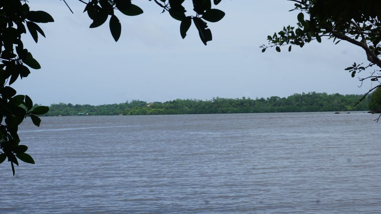 Lakefront land in gated estate